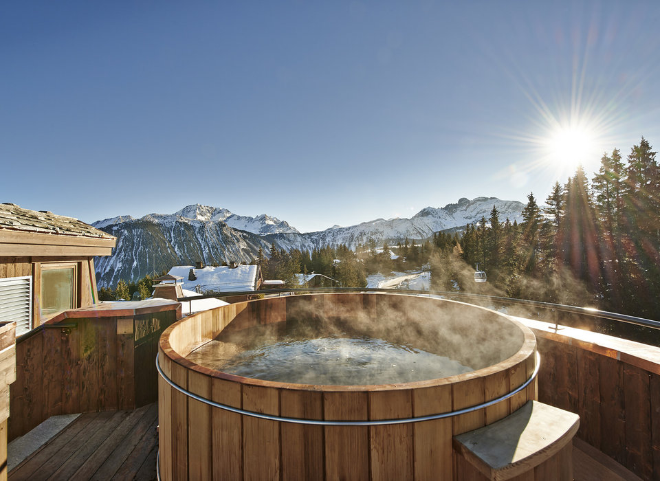 Great hotels with hot tub on balcony p75 on attractive for Balcony hot tub